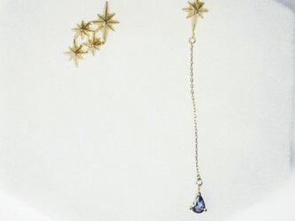 夜空の星 流れ星と雫 ピアスの画像