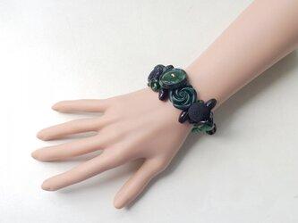 黒と緑のボタンブレスレット aの画像