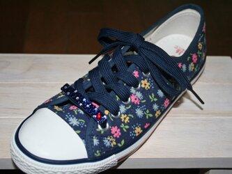 ドットとハートがキュート☆靴ひも飾り1個 右にハート☆ネイビー☆スワロフスキー デコの画像