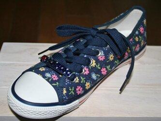 ドットとハートがキュート☆靴ひも飾り1個 左にハート☆ネイビー☆スワロフスキー デコの画像