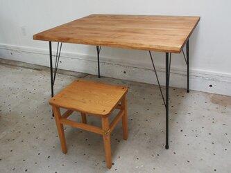 反り止め付きアイアン脚テーブルの画像