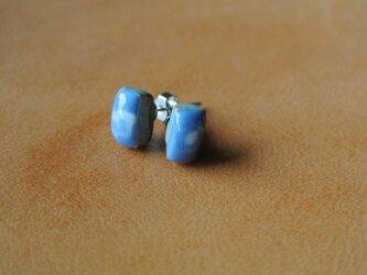 青色+白色ピアスの画像