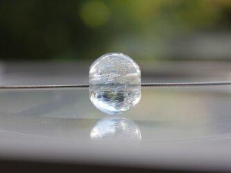 蜻蛉玉のオメガチェーンネックレス〈揺らめく水中泡〉の画像