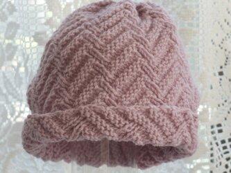 毛100% ななめ編みのニット帽子(ピンク色・模様入り)の画像