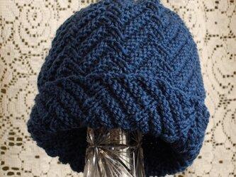 毛100% ななめ編みのニット帽子(青みどり色・模様入り)の画像