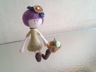 花飾りの女の子〜紫色の髪の画像