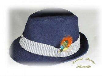 ★オレンジの羽、青い水玉の羽のハットピン・ブローチ★の画像