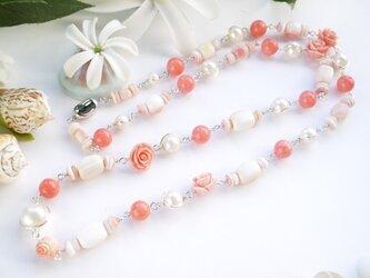 珊瑚&クイーンコンクシェル ロングネックレスの画像