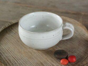 白い陶器のスープカップの画像