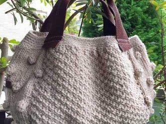 かのこ編みのシンプルバッグの画像