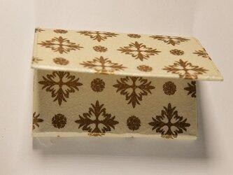 ギルディング和紙カードケース 西洋花白地金箔の画像