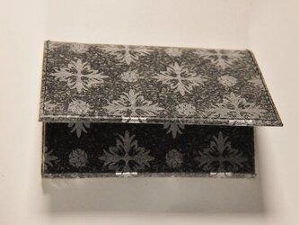 ギルディング和紙カードケース 西洋花黒地銀箔の画像