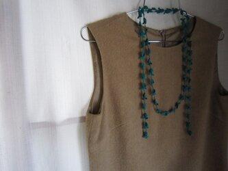 青緑 花と葉のかぎ針編みネックレスの画像