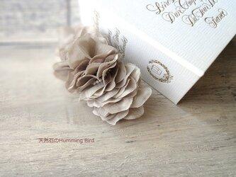 【受注生産】紫陽花の花びらのバレッタ■ふんわりシルエット×淡水パール■グレーの画像
