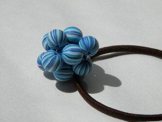ビーズボールのヘアゴム(ブルー)の画像