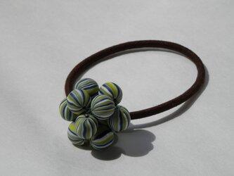 ビーズボールのヘアゴム(藍色と萌黄)の画像