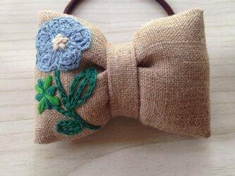 リボンのヘアゴム☆刺繍☆flower blueの画像