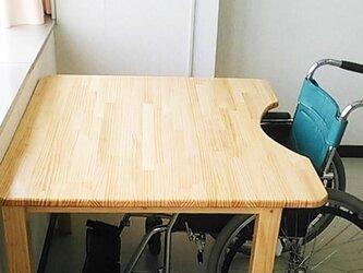車いす専用テーブル(足つき)カットアウトの画像