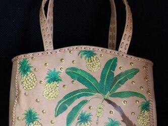 バナナとパイナップルのボタニカル柄ヌメ革ビジューショルダーバッグの画像