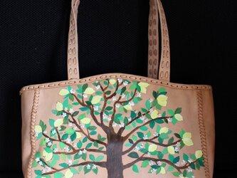 ビジューなレモンの木柄のヌメ革ショルダーバッグの画像