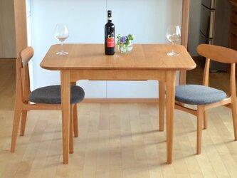 山桜の伸びるテーブル(2〜6人)の画像