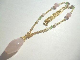 ローズクオーツ・オパール・カットガラス・パールのネックレスの画像