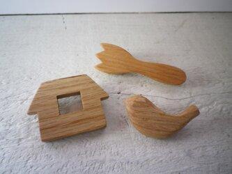 木のブローチ トリオ(とり・おうち・フォーク)の画像