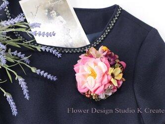 薔薇とコスモスのコサージュ(ヘッドドレス可)の画像