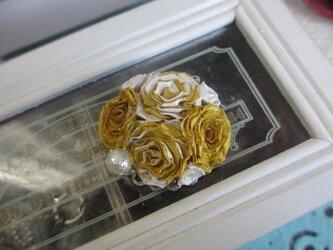 薔薇のスカーフ留めの画像
