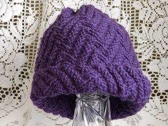毛100% ななめ編みのニット帽子(青むらさき色・模様入り)の画像
