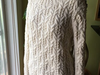 手編みシルクウールセーターの画像