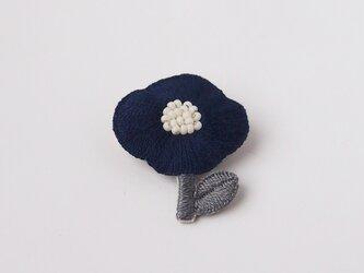 [受注制作]お花一輪の刺繍ブローチ(navy)の画像