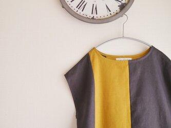 リネン2カラーフレンチスリーブブラウス (チャコールグレー&からし)の画像