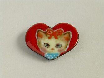 七宝焼きブローチ ハートの中の猫嬢の画像