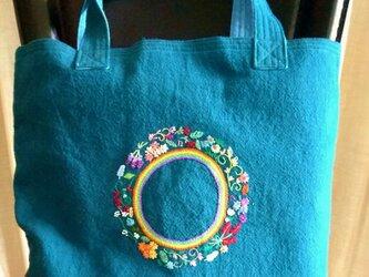 リース刺繍のトートバッグの画像