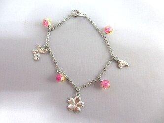 桜と蝶のチャームブレスレットの画像