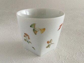 秋色のカップの画像