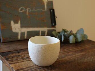 顔料青  育てるウツワ 揺ら フリーカップ(地器chiki)白 陶土の画像