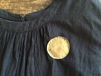 真鍮 まんまるお月様のバッヂの画像