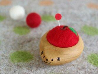 ハリネズミの羊毛ピンクッション【針山】りんごの画像