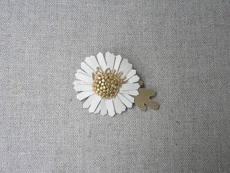 Daisy ブローチ小 Whiteの画像