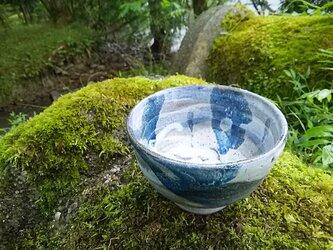 流水柄の茶碗(藁灰釉)の画像