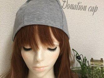 グレーの帽子の画像