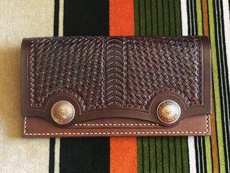 シンプルなWコンチョ長財布 ブラウン の画像