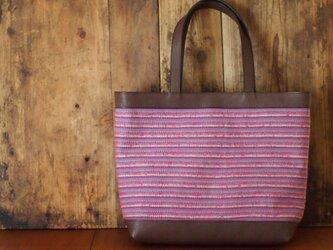 手織りと革のトートバックの画像