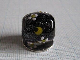 とんぼ玉 三日月と月見草の画像