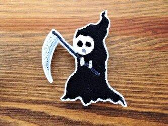 刺繍ハロウィンブローチ 「迷子の死神」の画像