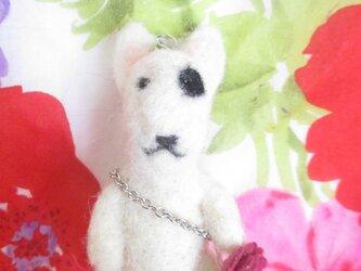 ブルテリアちゃんとフェルトのお花ポーチストラップの画像