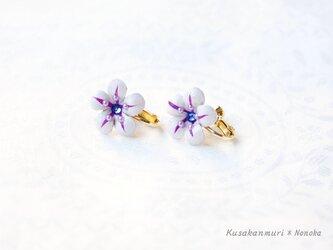 野の花のレザーイヤリング*ホワイトの画像
