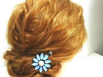 ミルキーブルー×1粒パールのヘアクリップの画像